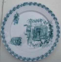 recto de l'assiette terre de fer ilustrée d'une chanson de Béranger