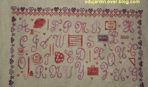Broderie du premier janvier 2013, étape 8, a, les motifs dans l'alphabet majuscule, détail