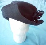 Le chapeau présenté sur la tête de mannequin