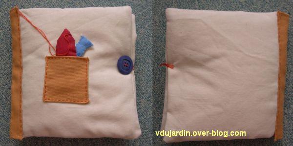 Livre en tissu fermé, devant et derrière
