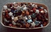 Une boîte pleine de perles en origami
