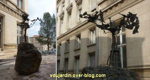 Niort, l'oeuvre d'Erik Dietman près de l'hôtel de ville, deux vues rapprochées