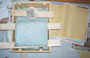 Cuve de pâte à papier et positionnement des fils