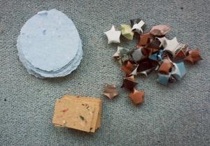 Des bricoles - papier recyclé et étoiles en papier - pour Diedouchka