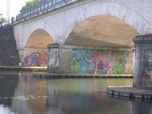 Graph sous le pont de chemin de fer, Poitiers, 30 août 2008