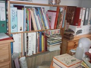 Livres en vrac dans la bibliothèque