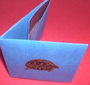 Porte-carte en origami, vu entrouvert et de dessus