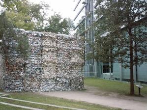 L'élévation postérieure de la fondation Cartier et un mois de lecture