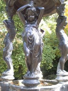Nymphe de la fontaine de Durenne, parc de Blossac à Poitiers