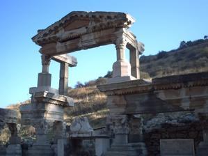 Le nymphée de Trajan à Éphèse