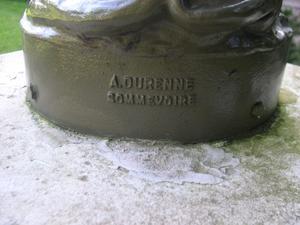 Faune au coquillage de Durenne, détal de la signature, parc de Blossac à Poitiers