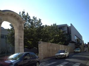 Façade latérale de la médiathèque de Poitiers
