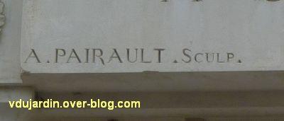 Niort, le relief de Sauquet-Javelot par Pairault et Bouneault, 3, la signature de Pairault