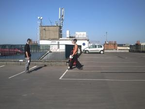 Deux promeneurs électromagnétiques sur le toit du parking Carnot
