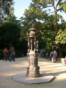 Fontaine de Durenne au parc de Blossac à Poitiers, vue 1