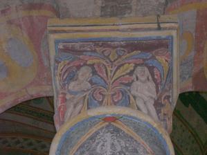 Poitiers, église Sainte-Radegonde, au revers du chapiteau avec Daniel dans la fosse aux lions, la Tentation d'Adam et Ève