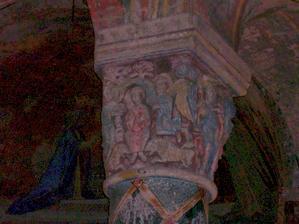 Poitiers, église Sainte-Radegonde, chapiteau avec Daniel dans la fosse aux lions
