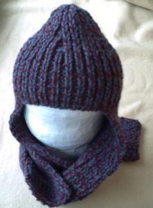 Le bonnet-écharpe déplié