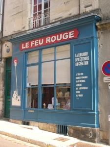 La façade de la librairie du Feu rouge à Poitiers