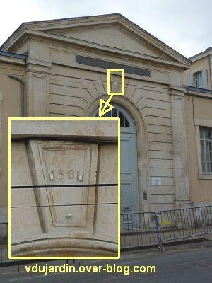 Niort, le collège Fontanes, 1, l'entrée et la date 1861