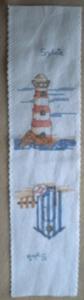 Les deux motifs brodés, phare et cabine de plage