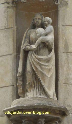 Niort, la Vierge de Baujault, 2, vue de face