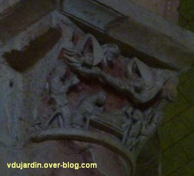 Poitiers, église Saint-Hilaire, chapiteau de la mort d'Hilaire, 2, vu de trois quarts gauche