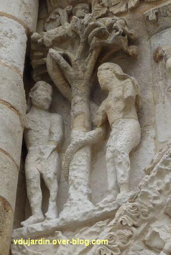Poitiers, façade de Notre-Dame-la-Grande, la Tentation, vue un peu de côté