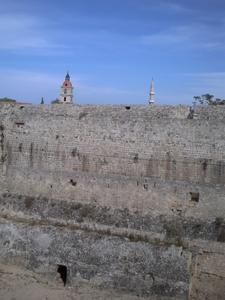 Rhodes, les remparts, avec un passage dessous
