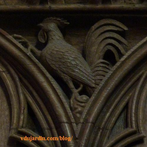 Stalles de la cathédrale de Poitiers, dosseret, coq