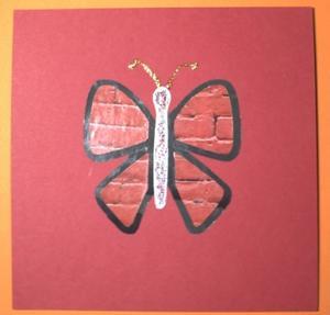 Carte rouge avec papillon