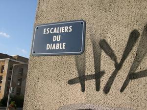 Plaque de rue des escaliers du diable à Poitiers
