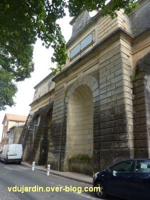 Poitiers, le château d'eau de Blossac, vu depuis la droite