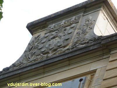 Poitiers, le château d'eau de Blossac, les armoiries de Poitiers sur le fronton