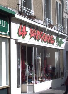 Façade de la boutique de la dragonne, rue de la cathédrale à Poitiers