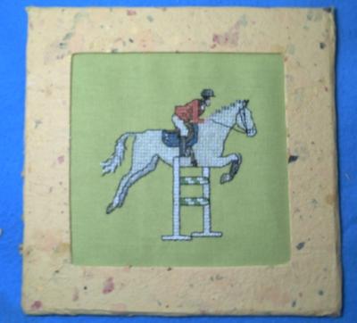 Le cheval brodé encadré