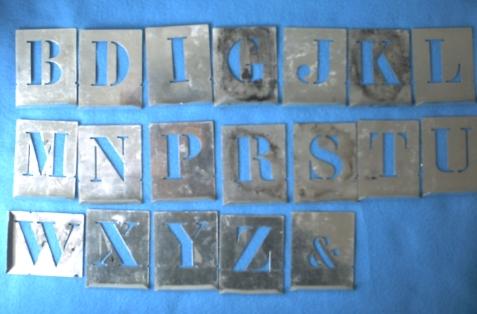Première série de pochoirs métalliques