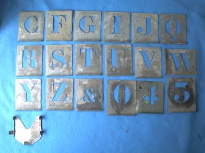 Deuxième série de pochoirs métalliques