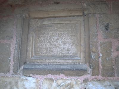 Poitiers, église Saint-Hilaire, tombeau de Constantin de Melle, la dédicace