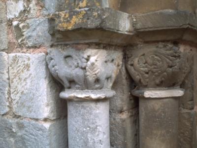 Poitiers, Saint-Hilaire. Les chapiteaux ouest du tombeau de Constantin de Melle