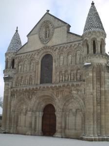 Façade de Notre-Dale-la-Grande à Poitiers sous la neige