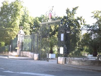 Poitiers parc de Blossac. Entrée principale, grille protégée comme monument historique