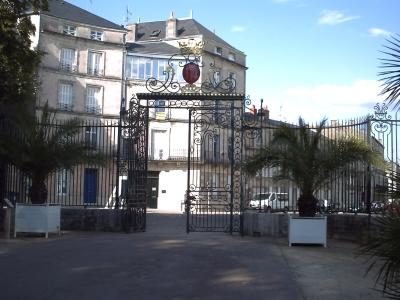 Poitiers parc de Blossac. L'entrée principale... dans le sens de la sortie