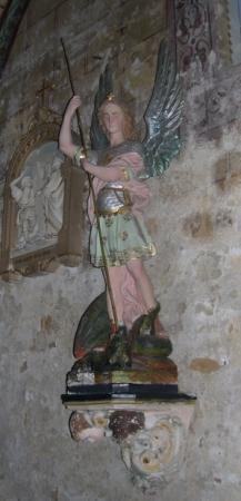 Saint Michel terrassant le dragon, statue, église Saint-Nicolas de Civray (Vienne)