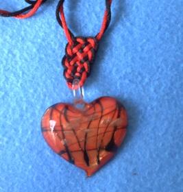 Le collier, détail du noeud