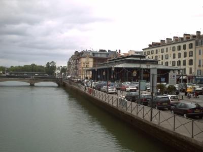 Bayonne, la Nive et les halles