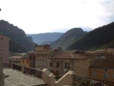 Digne-les-Bains, les maisons en bordure de l'ancien rempart