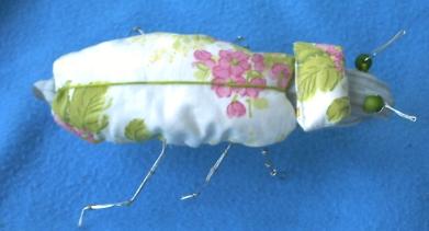 Insecte en tissu et fil de fer