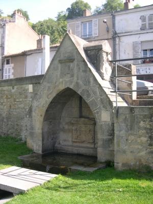 La fontaine du légat, près du pont Joubert à Poitiers