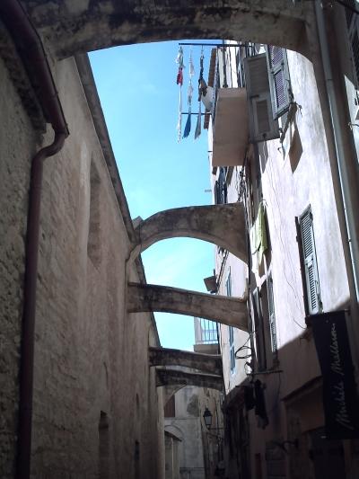 Les arcs-boutants de Sainte-Marie-Majeure à Bonifacio